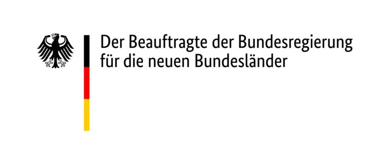 """Logo mit dem Bundesadler, der deutsche Flagge und dem Textzug """"Der Beauftragte der Bundesregierung für die neuen Bundesländer"""""""